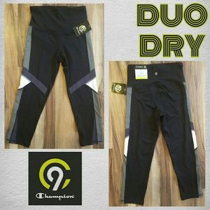 CHAMPION Duo Dry FREEDOM Capri Leggings • NWT • XS